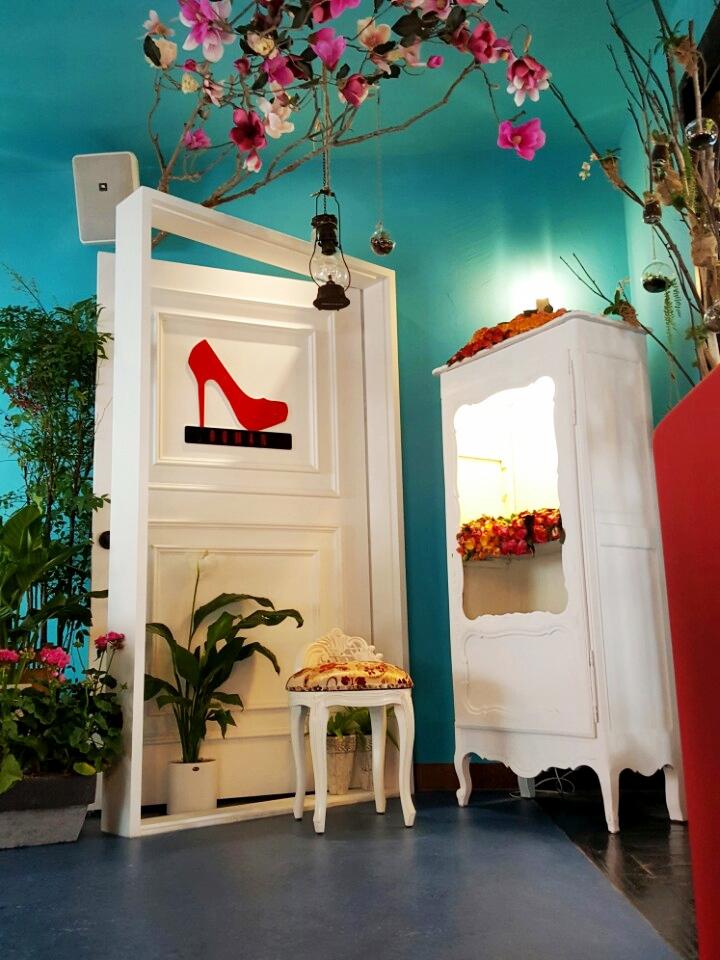 고급 바닥 장판 시공 마모륨 예쁜카페인테리어.jpg